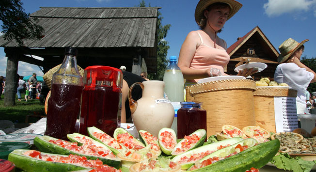 Kmečka tržnica v ruskem mestu Suzdal.