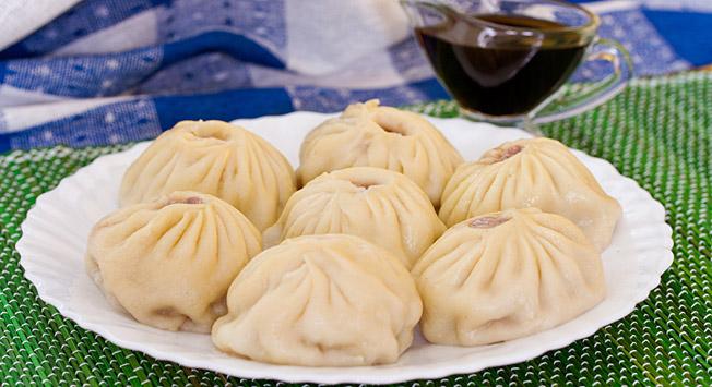 """""""Пози"""", куване кнедле са месом, традиционално јело бурјатске и монголске кухиње."""