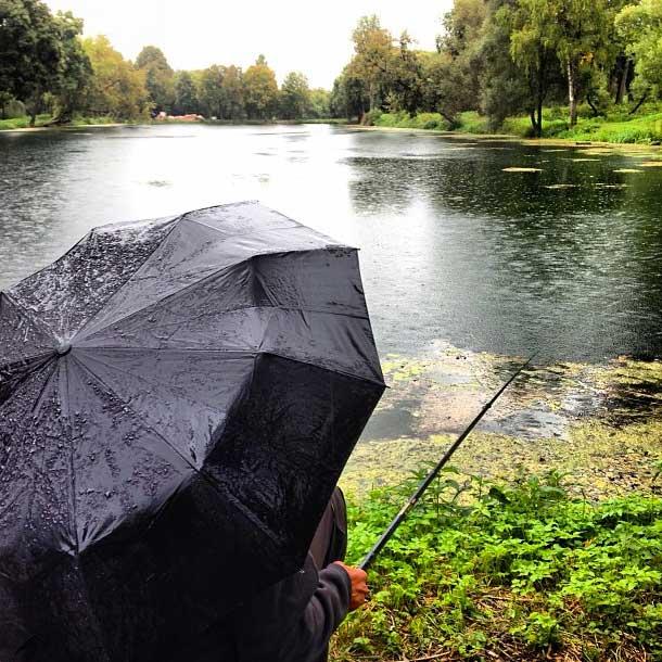 Samedi.La pêche est l'excuse et une question de principe pour tous les vrais hommes russes.