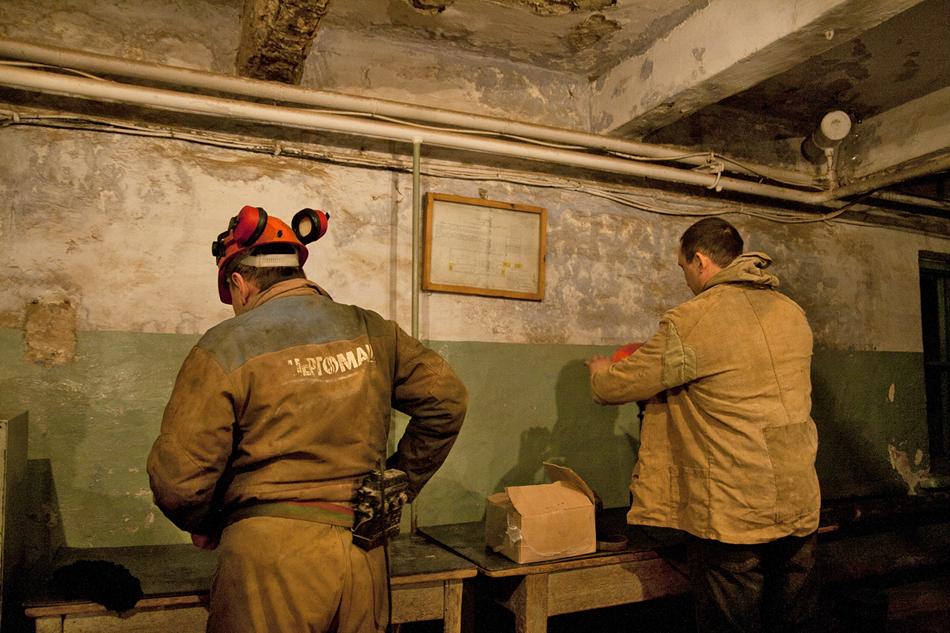 Nel 1812 il tzar Aleksandr I emanà un decreto per tre miniere: le persone individualmente ricevettero la promessa di estrarre l'oro negli Urali. A scopo simile anche fu stata nominata l'Espedizione di Produzione d'Oro di Ekaterinburg