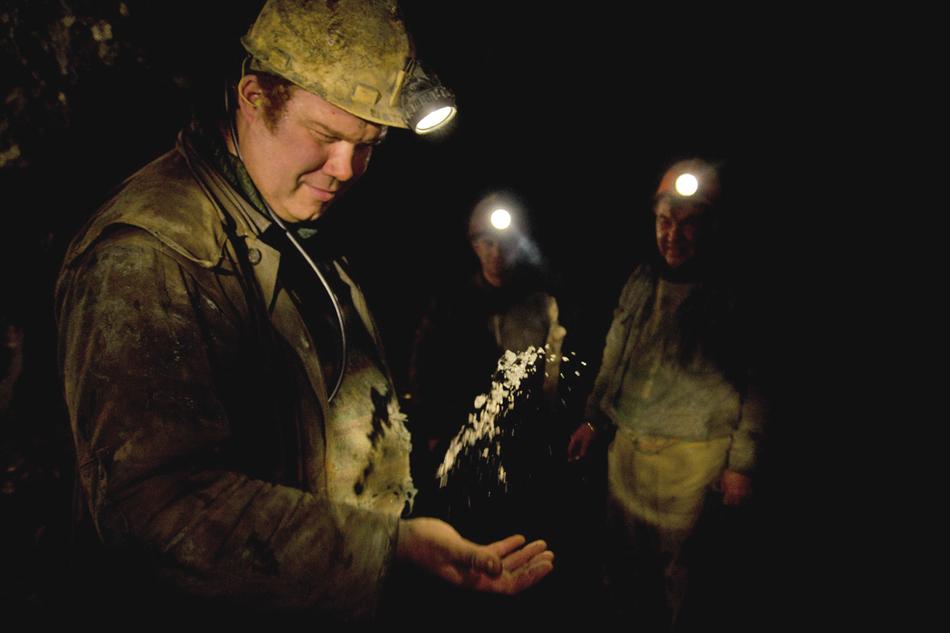 I minatori hanno la forza fisica straordinaria; altrimenti potrebbe essere molto difficile sorprendere persino un turno di lavoro. Inoltre, la diffirenza di pressione e il rumore chimico e acustico fanno male a salute