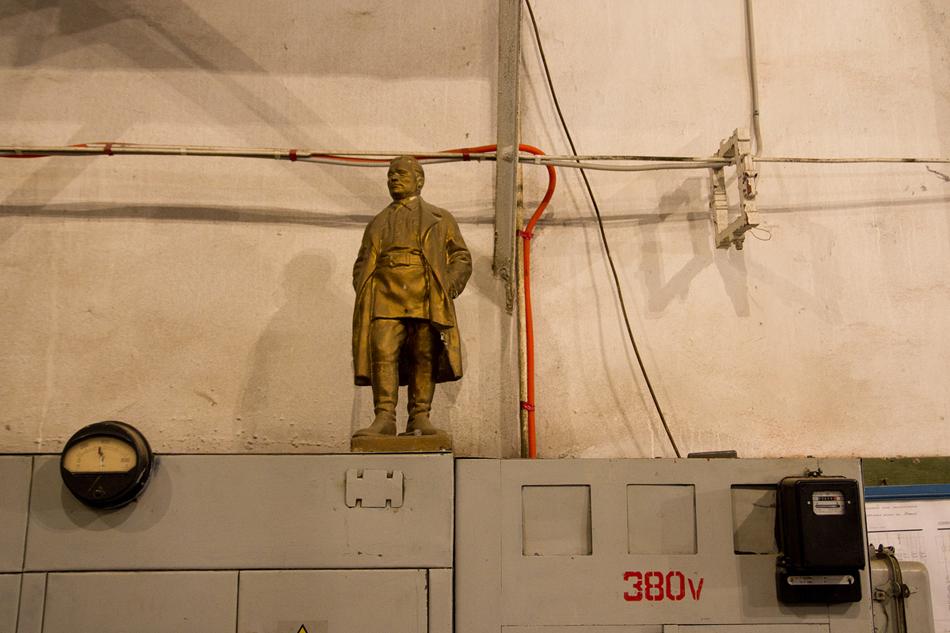 La statuetta di Segej Kirov, un politico sovietico. La cava di Berezovsky adesso si sta sviluppando da  S.M. Kirov Miniera (una divisione della Compania Metallurgica e Estrattiva degli Urali)