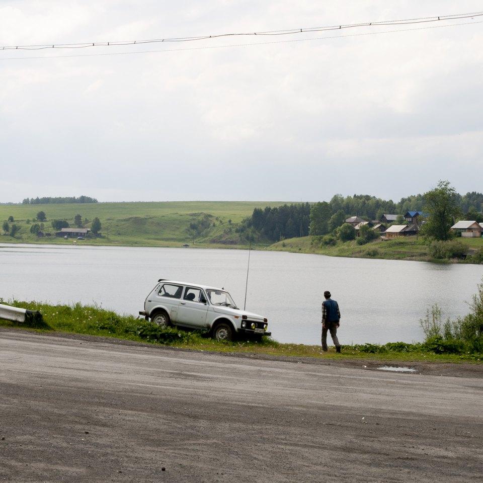 Sul fiume Shaytanka in primavera transitano molte chiatte cariche di ferro