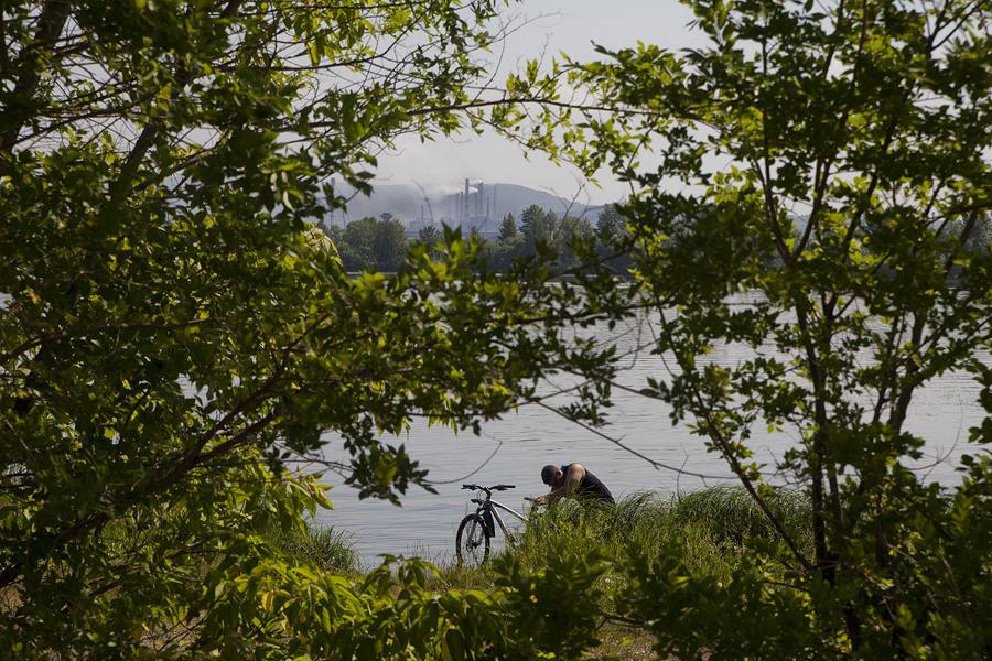 Una vista del fiume Ural, che attraversa la città, formando un confine naturale tra Asia ed Europa
