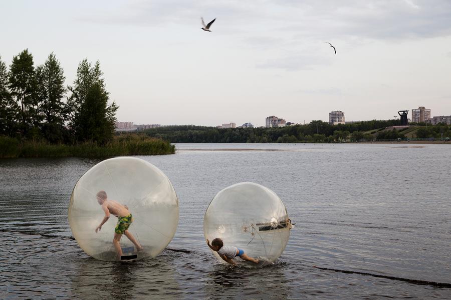 In estate sono moltissime le attività organizzate per il tempo libero, dalla semplice balneazione alle gite fuori porta