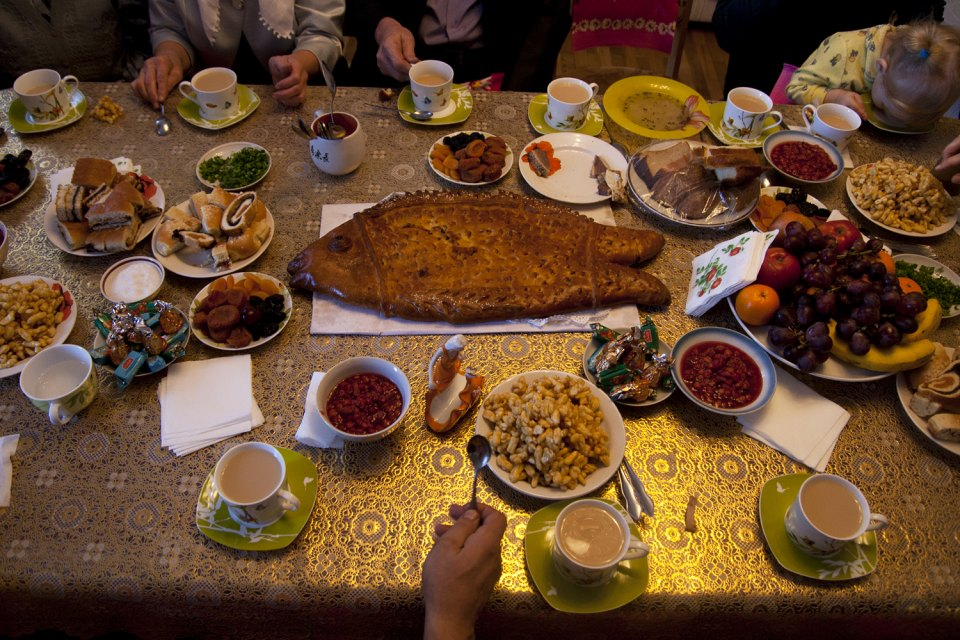 The table during the celebration of nikah. The main treats are sweets and cakes.