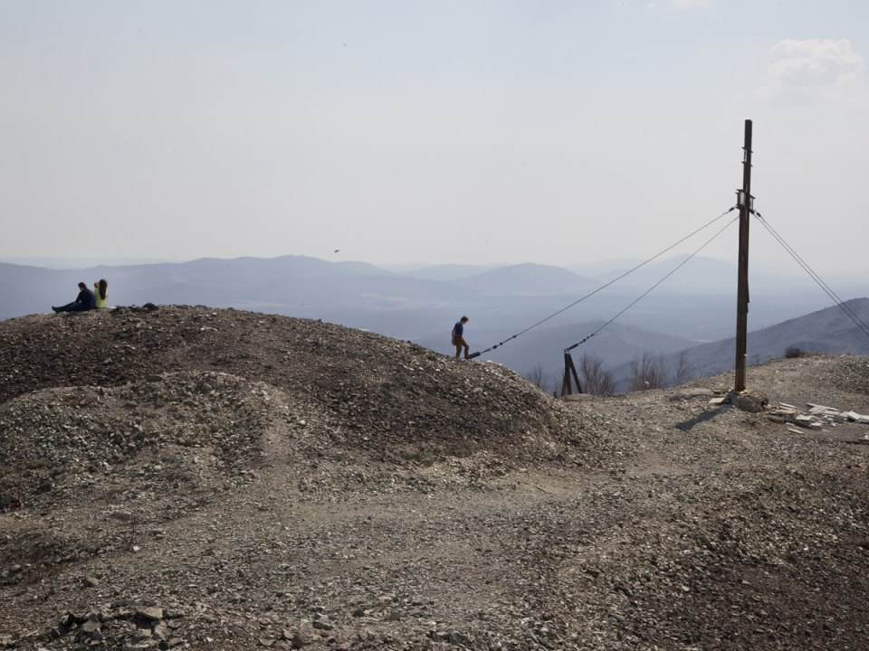 The amount of toxic sulfur dioxide emissions by the plant Karabashmed was about 7 metric tons per inhabitant.