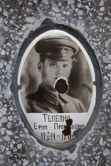 Portrait at the grave of Telepin Prokopievich, born in 1914.
