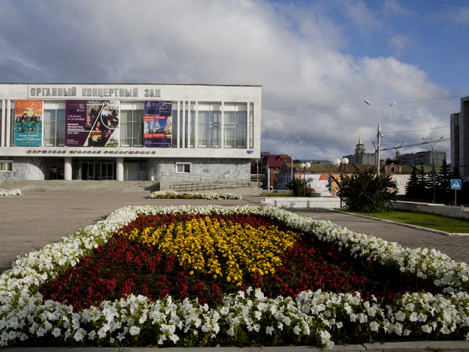 "The former home of the ""little red men"" of the art group Professors is a symbol of Perm's culture. Their presence received a hostile reception from the locals. As a result of protests against the new cultural policy, the little red men were removed."