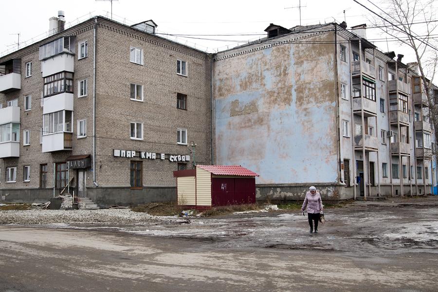 La scritta indica che la fabbrica è nata nel 1941 da un'officina evacuata da Mosca sotto la direzione di Ivan Likhachev