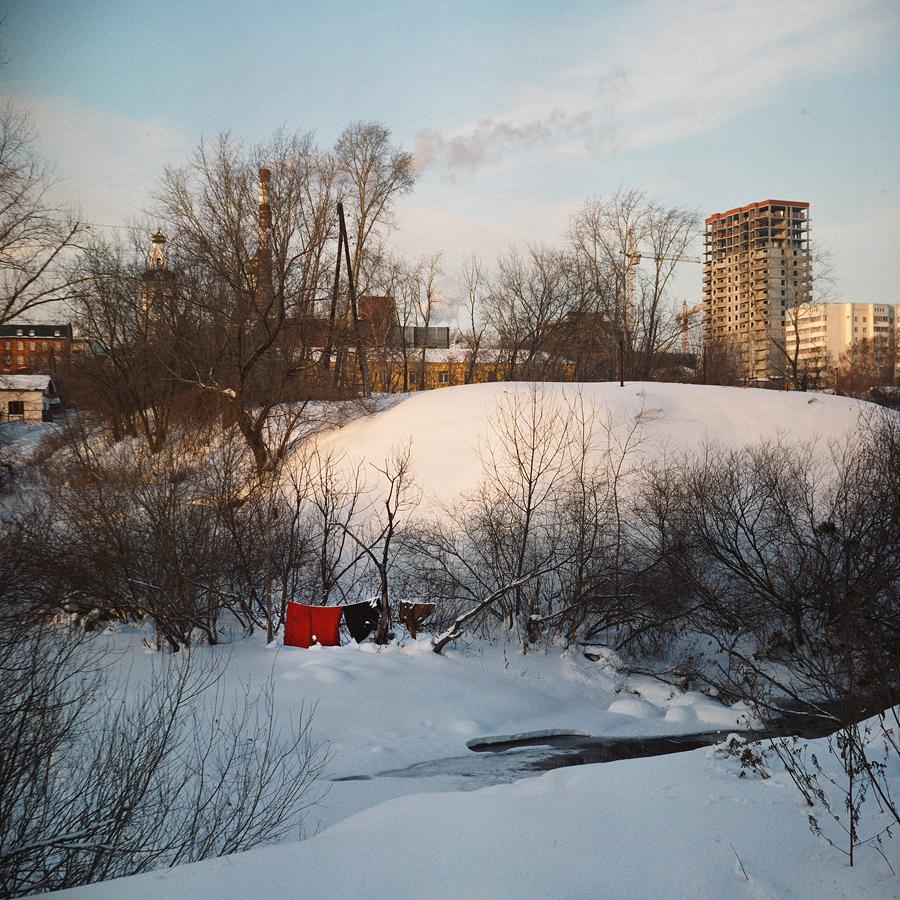 Un ufficio per la gestione del progetto di costruzione venne realizzato a 15 chilometri a Nord di Uktus. Questo nuovo insediamento venne chiamato Ekaterinburg