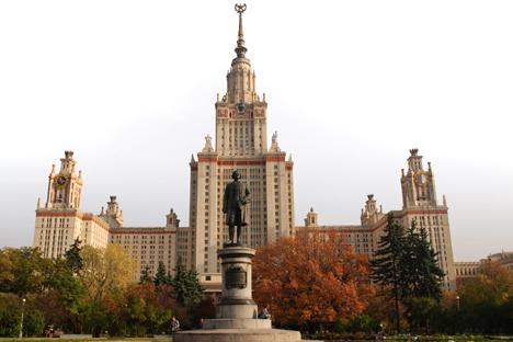 Prédio principal da Universidade de Moscou foi concluído em 1953