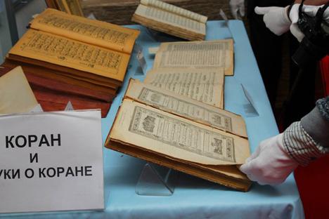 Beberapa Alquran tampak dipamerkan dalam sebuah pameran di Rusia.