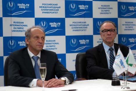 Diretor-geral da UOIR, Lev Beloussov (à esq.) e o presidente do COB, Carlos Arthur Nuzman (à dir.) Foto: olympicuniversity.ru