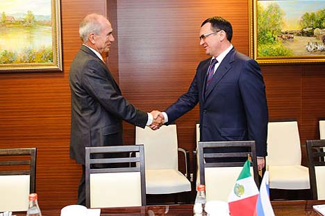 Novo ministro russo da Agricultura Fiódorov (dir.) se encontrou com seu homólogo mexicano, Francisco Mayorga (èsq.) Foto: mcx.ru