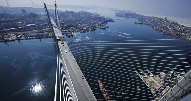 Ponte conectará dois lados de Vladivostok separados pela na baía do Chifre de Ouro Foto: TASS