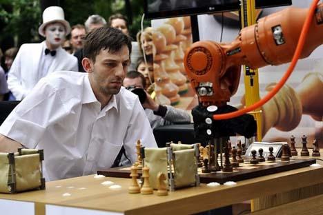 Ex-campeão mundial de xadrez relâmpago não teve vez contra o robô alemão Foto: chessdom.ru
