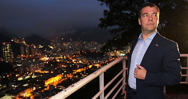 Antes de partir, Medvedev apreciou a vista do Pão de Açúcar Foto: ITAR-TASS