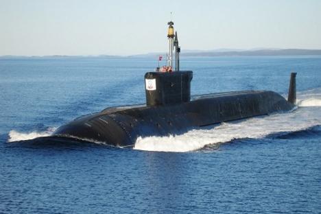"""Submarino de destinação estratégica da classe Borei (projeto 955) """"Iúri Dolgoruki"""". De cada sete submarinos do mundo, um é russo. Foto: RIA Nóvosti"""