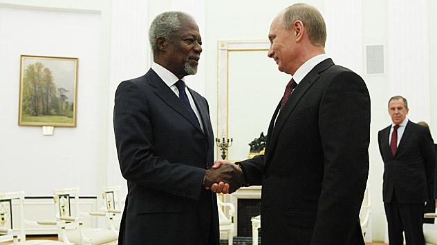 Após o encontro com Pútin, Annan limitou-se a dizer aos jornalistas que manifesta confiança na obtenção de um acordo entre os membros do Conselho de Segurança da ONU sobre a futura solução do conflito. Foto: Mikhail Klimentiev / RIA Nóvosti