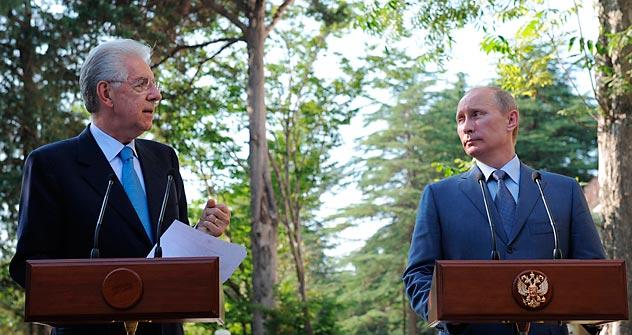 Presidente russo Vladímir Pútin (à dir.) com o primeiro-ministro da Itália, Mario Monti (a esq.), durante sua visita à Rússia. Foto: