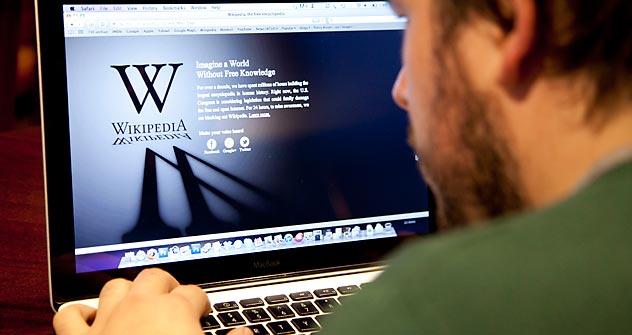 A versão da enciclopédia digital colaborativa Wikipedia em russo saiu do ar nesta terça-feira. Foto: TASS
