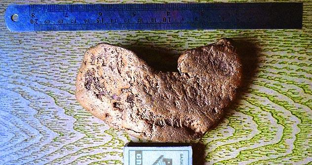 Pepita de ouro em forma de coração encontrada na região de Irkutsk Foto: rusgeology.ru