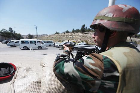 """""""Primeiros a morrer seriam os soldados encarregados de guardar os arsenais de armas químicas..."""". Foto: Rustam Buzanov RIA Nóvosti"""