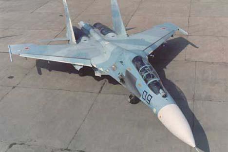 A aeronave é baseada em tecnologias existentes, incluindo os motores turboélice usados em aviões de combate da série Su-27 (na foto). Foto: sukhoi.org