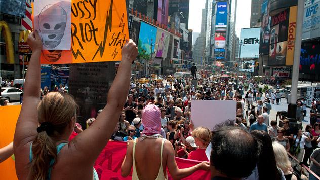 Manifestação a favor do Pussy Riot na Times Square, em Nova York Foto: RIA Nóvosti