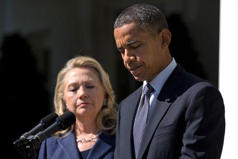 Presidente norte-americano Barack Obama (à dir.) e a secretária de Estado dos EUA, Hillary Clinton (à esq.). Foto: AP