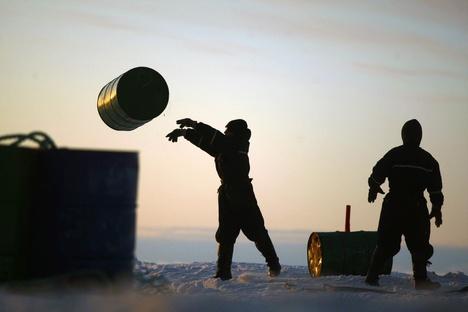 Expedição russo-norueguesa inspecionou os locais de armazenamento de lixo atômico no mar de Kara. Foto: TASS