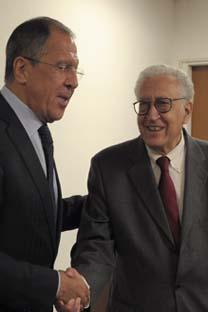 Ministro dos Negócios Estrangeiros, Serguêi Lavrov (esq.), e enviado especial da ONU e da Liga Árabe para resolução do conflito sírio, Lakhdar Brahimi (dir.), durante 67° sessão da Assembleia Geral da ONU, em Nova York. Foto: RIA Nóvosti