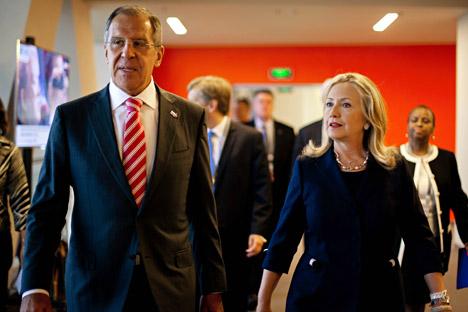 Ministro Lavrov durante reunião com sua homóloga norte-americana Clinton. Foto: AP