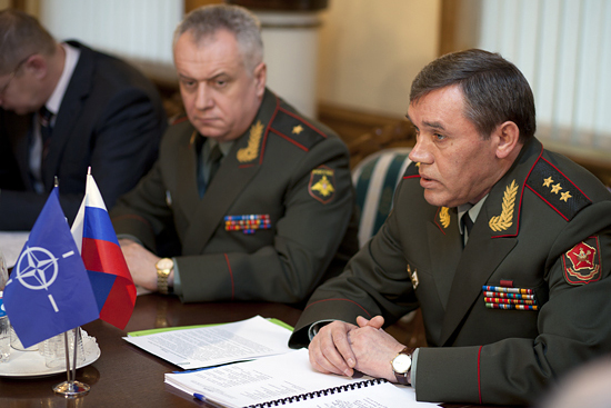 Váleri Guerasimov (à dir.). Foto: mil.ru