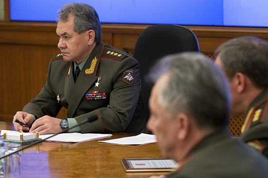Novo ministro da Defesa Serguêi Choigu (à dir.). Foto: mil.ru