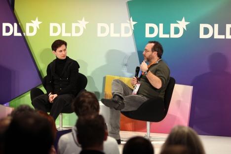 Fundador da rede social VKontakte, Pavel Durov (à esq.), e fundador da Wikipédia Jimmy Wales (à dir.). Foto: Getty Images / Fotobank