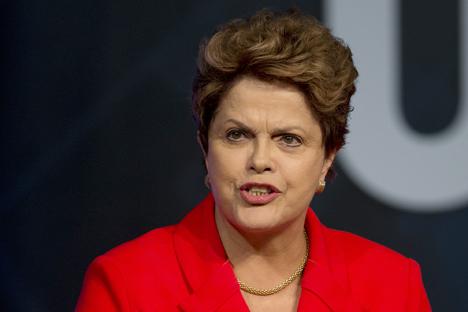 Segundo a agencia EBC, a presidente brasileira irá telefonar para o presidente da Rússia, Vladímir Pútin Foto: AP