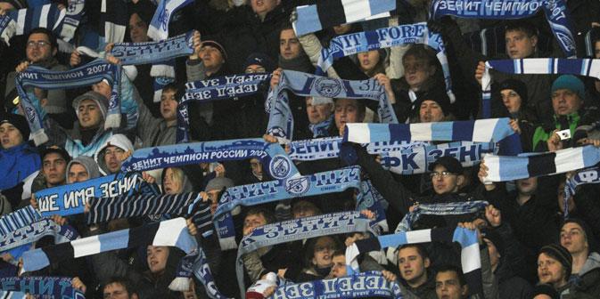 Навивачите на Зенит од Санкт Петербург.