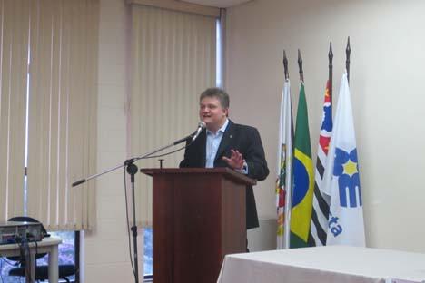 Fundador da Câmara de Comércio Brasil-Rússia, Antonio Carlos Rosset discursa em seminário na Universidade Metodista Foto: Universidade Metodista/Marcello Ferreira