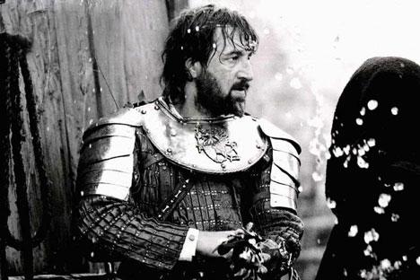 "Actor russo Leonid Yarmolnik em ""É difícil ser Deus"" por Aleksêi German. Foto: kinopoisk.ru"