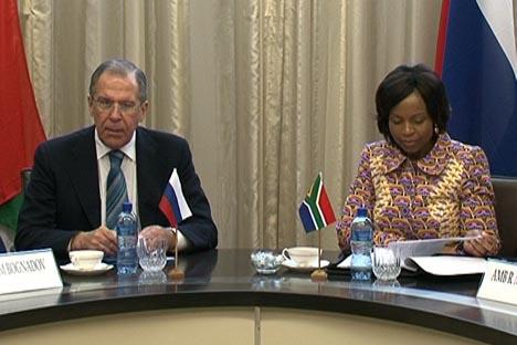 Os preparativos para a cúpula dos Brics foram assunto principal do encontro entre o chanceler russo Serguêi Lavrov e sua homóloga sul-africana, Maite Nkoana-Mashabane, no último final de semana em Pretória. Foto: mid.ru