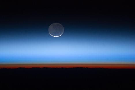 A Agência Espacial Russa (Roskosmos) prevê que, até 2017, três naves não tripuladas sejam enviadas para a Lua. Segundo os cientistas da agência, entre 2030 e 2040 será iniciada a exploração da lua em grande escala. Foto: NASA