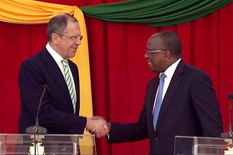 Conferência de imprensa conjunta do ministro do Exterior russo Serguêi Lavrov e Ministro dos Negócios Estrangeiros da República da Guiné F.Fal. Foto: mid.ru