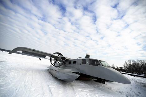 """Teste de ekranoplano Petrel-24, produzido pela empresa russa Nеbо i mоrе (""""Céu e Mar"""", em português). Foto: TASS"""