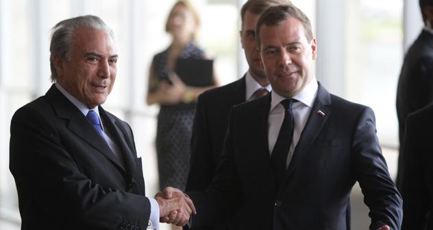 Michel Temer (esq.) encontrou-se com Dmítri Medvedev (dir.). Foto: Oleg Prasolov/RG