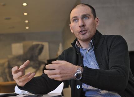 Diretor da Yota,Vladisláv Martinov, que está lançando primeiro smartphone russo, fala sobre perspectivas do produto