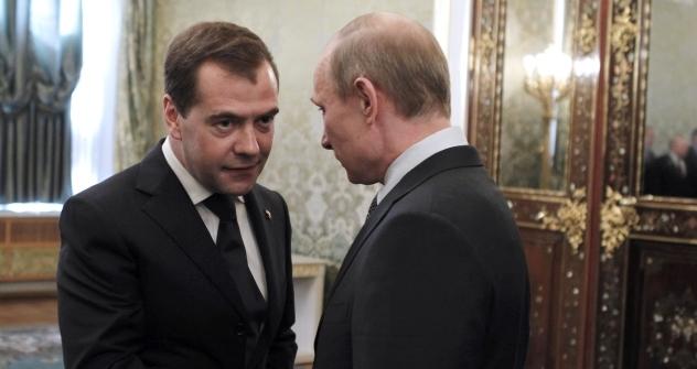 Primeiro-ministro Medvedev também ganhava menos quando era presidente Foto: AP