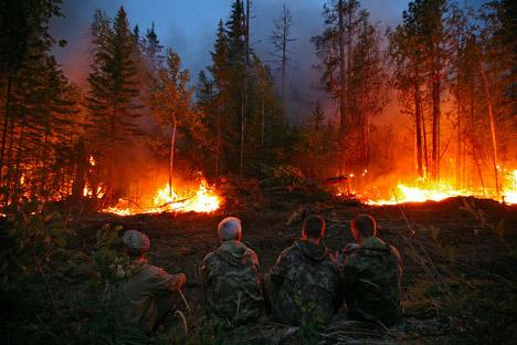 As principais causas dos incêndios são ainda a descuidada manipulação do fogo e a queima de lixo e de folhagem do ano anterior Foto: RIA Nóvosti
