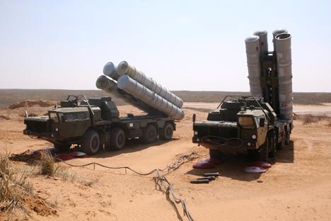 O S-300 é uma família de sistemas de mísseis antiaéreos criada ainda durante a era soviética e aperfeiçoado pela Rússia Foto: ITAR-TASS